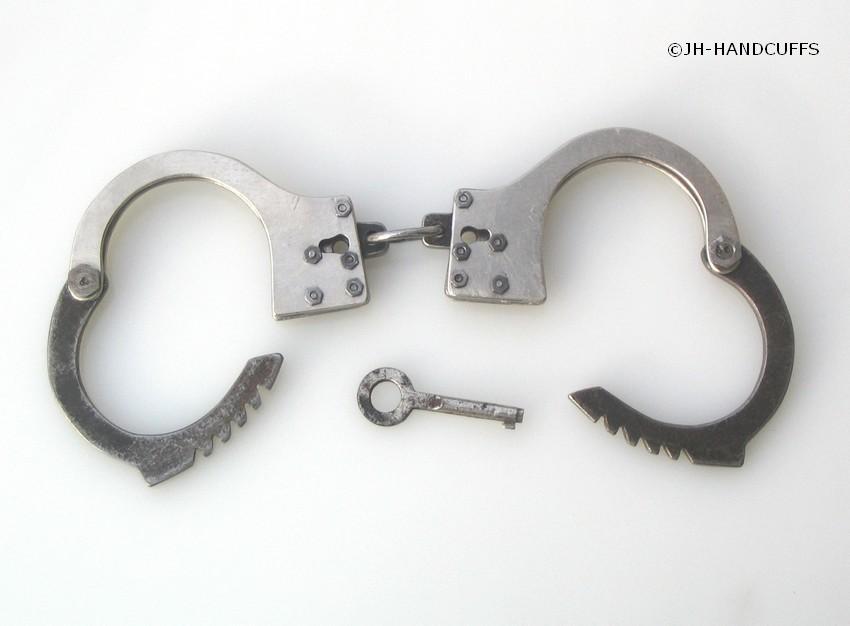 Сделать наручники своими руками