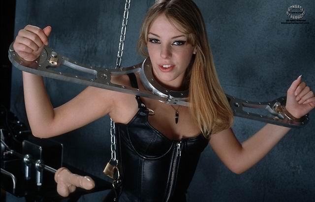 Женщины связанные по рукам и ногам веревками в садо мазо фото 380-21