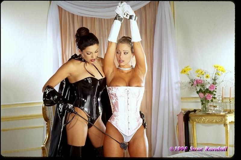 Голые девушки и их голые попки титьки фото