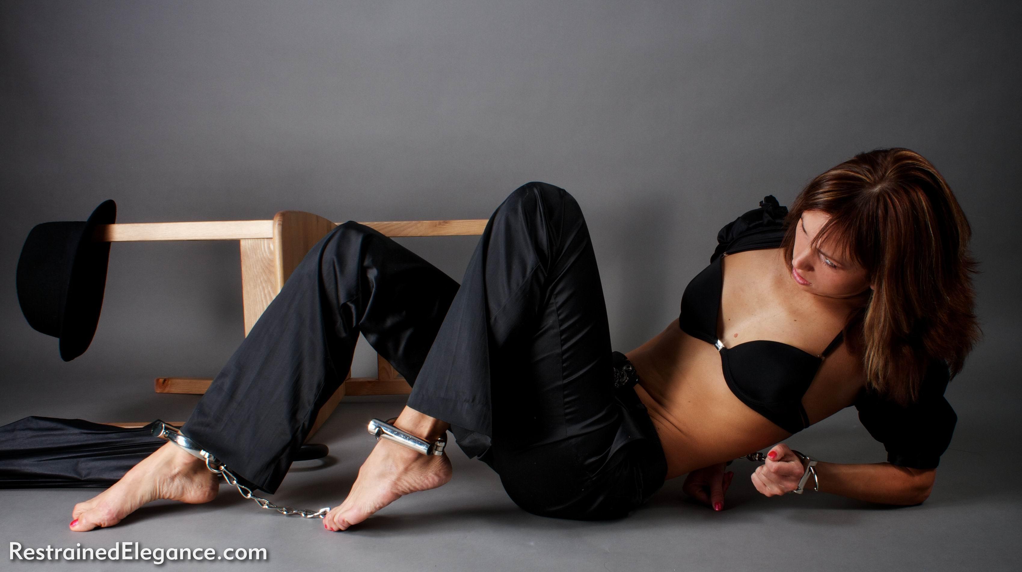 Секс с привязанной девушкой на дому, Порно видео онлайн: ДомашнееБондаж и связывание 6 фотография