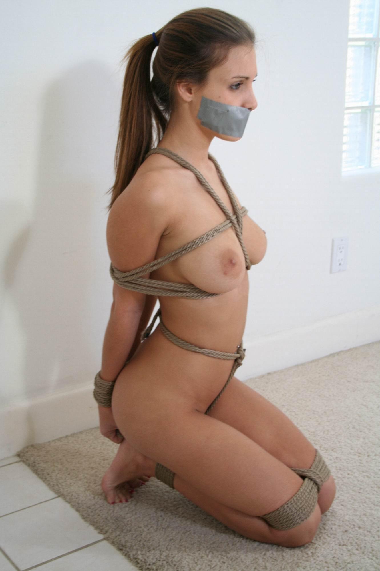 Бондаж голой женщины фото 66-597